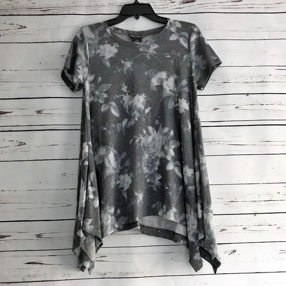 ebd1713a74c7 Chelsea   Theodore Sharkbite Top NWT Size Medium